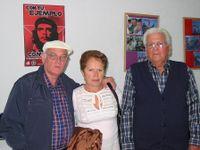 El autor junto a su esposa María Alberdi (hija de Alberdi, el vasco) y a Domingo -Valencia