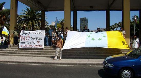 Concentración realizada contra la Feria de Abril con dinero público