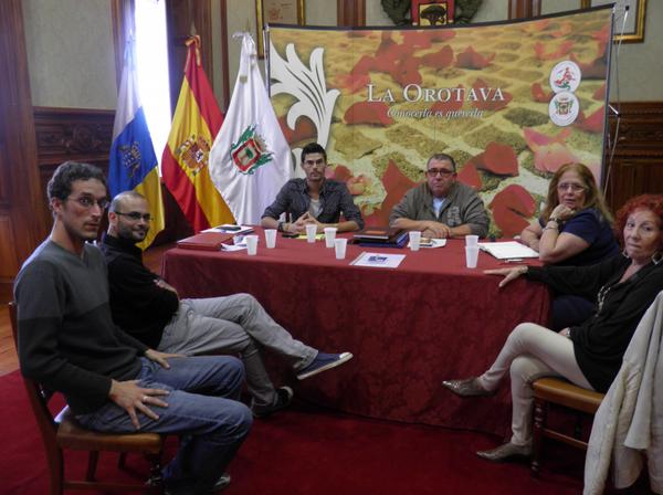 Investigadores y miembros de la Junta Directiva de la ARMHIT durante una reunión el pasado 30 de marzo