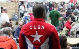 Cubanos residentes en Francia presentes en la fiesta de L'Humanité
