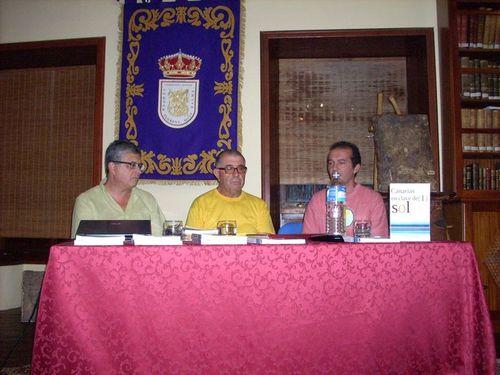 Mesa presentación.De izq. a dcha. Francisco R.Pulido, Agapito de Cruz y Pablo Díaz