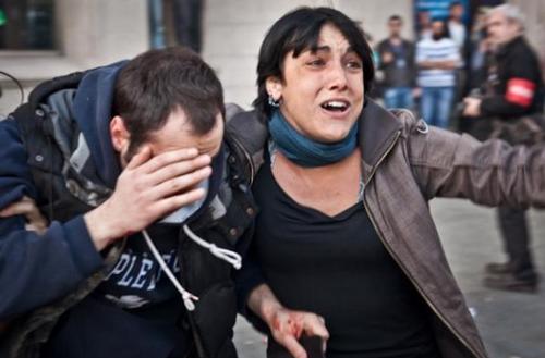 Facebook elimina la foto de una víctima de los Mossos