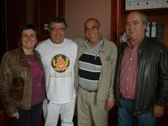 Sr. Amador Busútil (camisa a rayas)