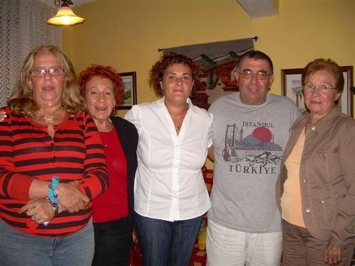 Reunión de la Gestora de la ARMHIT en La Orotava días atrás: De izquierda a derecha: Mercedes P. Schwartz, Teresa Pereda, Carolina Pimienta, Agapito de Cruz y Aralda Rguez, Presidenta a su vez esta última de la Asociación de la Palma