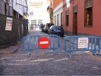 La concentración de los vecinos y una pala, hicieron temblar la calle San Felipe