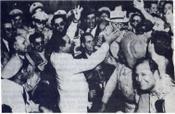 Fulgencio Batista es aclamado por sus seguidores después del golpe