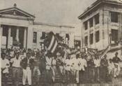 Manifestación del estudiantado universitario. Con flechas Raúl Castro Ruz, Armando Hart y José Antonio Echeverría