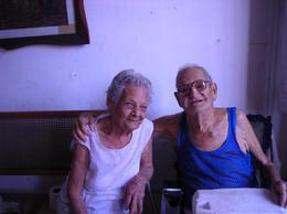 Doña Esther Lima Falcón con su primo Rosendo