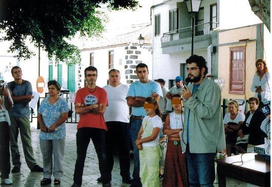 José Pérez Ventura (abogado que ha representado a Tagoror Achinech) explicando las acciones judiciales en la plaza de Chío
